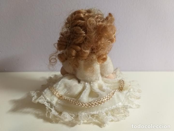 Muñecas Porcelana: Pequeña Muñequita antigua. Años 60. Con su vestido original - Foto 3 - 214103471