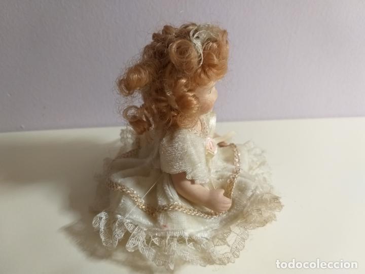Muñecas Porcelana: Pequeña Muñequita antigua. Años 60. Con su vestido original - Foto 4 - 214103471