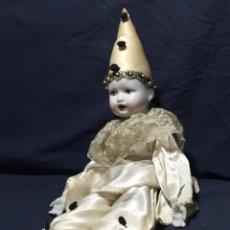 Muñecas Porcelana: MUÑECO PIERROT PAYASO CABEZA MIEMBROS PORCELANA CUERPO TELA AÑOS 57X19CMS. Lote 214752677