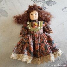 Muñecas Porcelana: MUÑECA DE PORCELANA. Lote 215353848