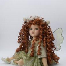 Bambole Porcellana: INTERESANTE MUÑECA DE PORCELANA HADA. PRECIOSA ELABORACIÓN Y BONITOS DETALLES. 40 CM.. Lote 216022677