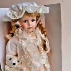 Bambole Porcellana: THE LEONARDO COLLECTION MUÑECA PORCELANA + CERTIFICADO EN SU CAJA ORIGINAL - 30.CM ALTO. Lote 216381166