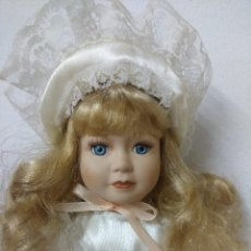 Muñecas Porcelana: BONITA MUÑECA DE PORCELANA.. Lote 216664491