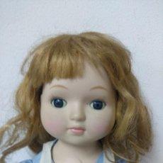 Muñecas Porcelana: BONITA MUÑECA DE PORCELANA.. Lote 216665492
