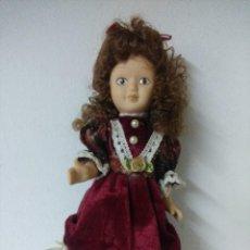 Muñecas Porcelana: BONITA MUÑECA DE PORCELANA.. Lote 216666273