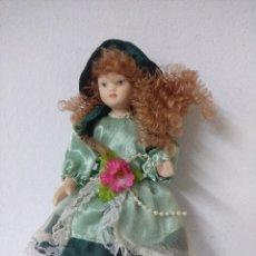 Muñecas Porcelana: BONITA MUÑECA DE PORCELANA.. Lote 216667033
