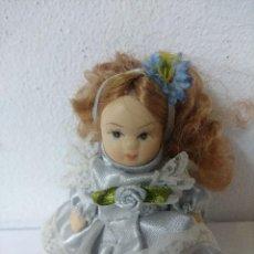 Muñecas Porcelana: BONITA MUÑECA DE PORCELANA.. Lote 216667413