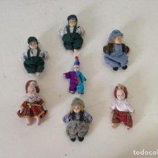 Bambole Porcellana: LOTE DE 7 MUÑEQUITOS DE PORCELANA, CON SUS VESTIDOS, UNOS 13 CMS. DE ALTO, A IDENTIFICAR. Lote 216847178