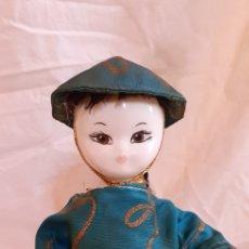Muñecas Porcelana: FIGURA MUÑECO ORIENTAL CHINO O JAPONES DE CERAMICA O PORCELANA. Lote 217599771