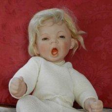 Muñecas Porcelana: MUÑECO DE PORCELANA REBORN OJO FIJO DE CRISTAL CON PESTAÑAS, CABELLO DE MOHAIR, BOCA ABIERTA QUE PER. Lote 219749763