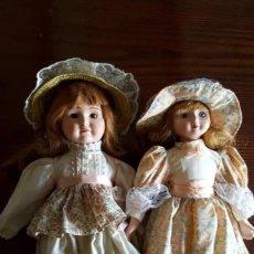 Muñecas Porcelana: PRECIOSA Y ANTIGÜA PAREJA DE MUÑECAS , LA DE LA IZQIERDA CON INSCRIPCIÓN EN SU PARTE POSTERIOR .. Lote 220341341