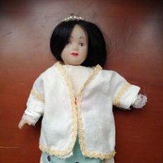 Muñecas Porcelana: MUÑECA DE PORCELANA. Lote 221373125