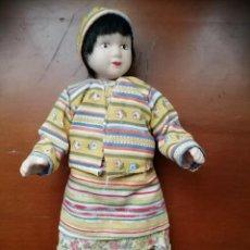 Muñecas Porcelana: MUÑECA DE PORCELANA. Lote 221373548