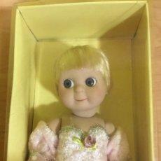 Muñecas Porcelana: MUÑECA VINTAGE AÑOS 60 DE SUAVE PORCELANA IMITANDO MUÑECOS GOOGLY. Lote 221974621