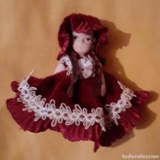 Muñecas Porcelana: PEQUEÑA MUÑECA DE PORCELANA. Lote 222804411