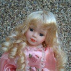 Muñecas Porcelana: PRECIOSA MUÑECO DE PORCELANA. Lote 222940175