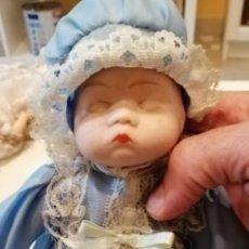 Muñecas Porcelana: G-51 LOTE DE 2 MUÑECAS CHICAS DE PORCELANA LAS DE FOTO. Lote 223760710