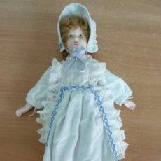 Muñecas Porcelana: MUÑECA ANTIGUA DE PORCELANA. NO TIENE MARCAS (50 X 16 CM). Lote 225490210