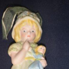 Muñecas Porcelana: PEQUEÑA MUÑECA DE PORCELANA EN FORMA DE CAMPANA DESCONOZCO ÉPOCA. Lote 234383725