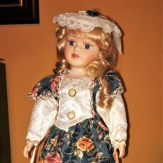 Muñecas Porcelana: MUÑECA DE PORCELANA Y RELLENO EXCELENTE ESTADO 46CM APROX CON SOPORTE PEANA - 2088 Q. Lote 236211050