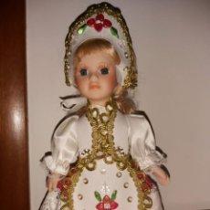 Muñecas Porcelana: MUÑECA DE PORCELANA. Lote 236967040