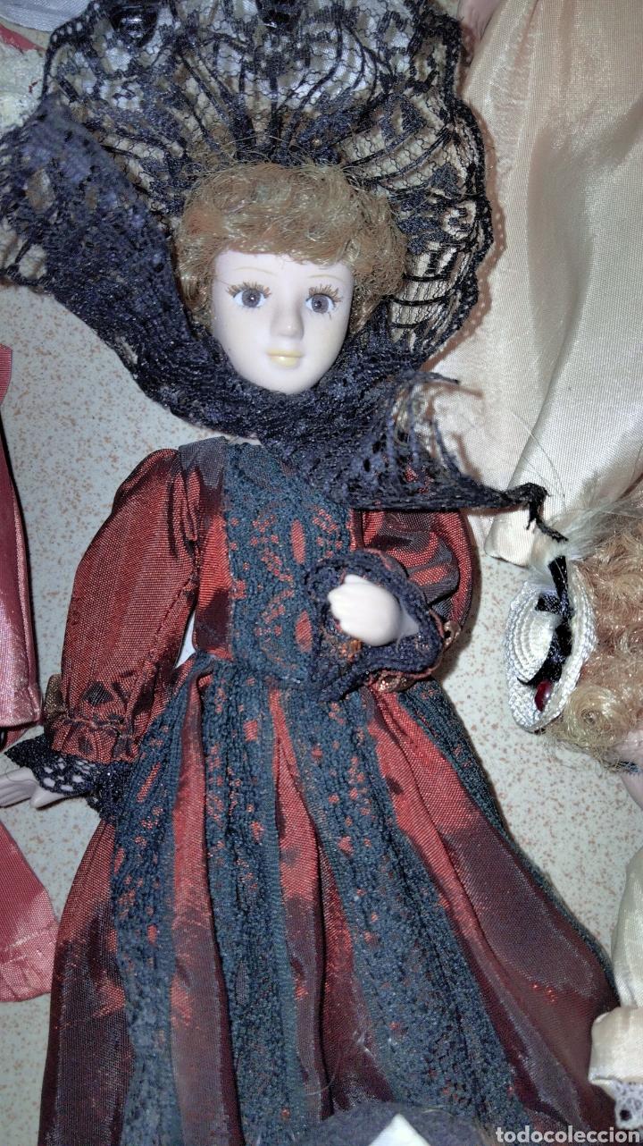 Muñecas Porcelana: PRECIOSAS MUÑEQUITAS DE PORCELANAS CON TRAJES DE EPOCAS - Foto 3 - 236977395