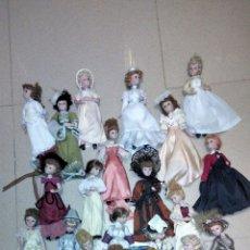 Muñecas Porcelana: PRECIOSAS MUÑEQUITAS DE PORCELANAS CON TRAJES DE EPOCAS. Lote 236977395