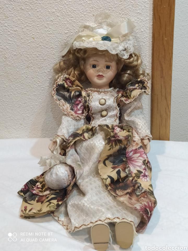 PRECIOSA MUÑECA DE PORCELANA VESTIDO DE ÉPOCA (Juguetes - Muñeca Extranjera Moderna - Porcelana)
