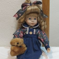 Muñecas Porcelana: MUÑECA DE PORCELANA VESTIDA DE ÉPOCA. Lote 237001460