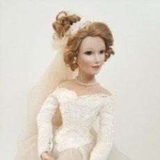 Muñecas Porcelana: PRECIOSA MUÑECA DE PORCELANA CON VESTIDO DE NOVIA EN CAJA ASHTON DRAKE. Lote 241837845