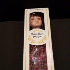 Muñecas Porcelana: MUÑECA DE PORCELANA. EDICIÓN COLECCIONISTA. HECHA A MANO EN CHINA.. Lote 244466940