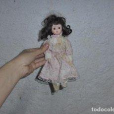 Muñecas Porcelana: ANTIGUA MUÑECA DE PORCELANA A IDENTIFICAR. Lote 251434020
