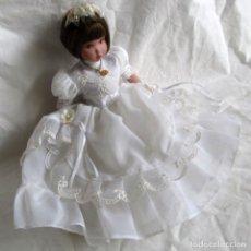 Bambole Porcellana: MUÑECA DE PORCELANA VESTIDO DE COMUNIÓN DISEÑO ANA MARÍN. Lote 252328150
