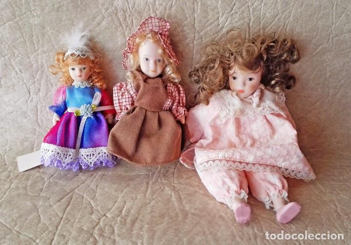 Muñecas Porcelana: Muñequita porcelana 23 cm morena pelo rizado ropa rosa casa muñecas - Foto 9 - 156984206