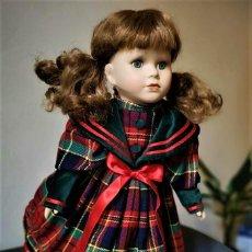 Muñecas Porcelana: PRECIOSA MUÑECA DE PORCELANA PINTADA A MANO. Lote 253796890