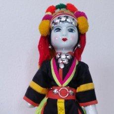 Muñecas Porcelana: ANTIGUAC MONECA DE COLECION EN PORCELANA CUERPO EN TEJIDO ROPAS ORIGINALES. Lote 254545370