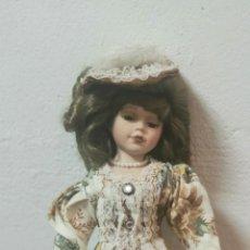 Muñecas Porcelana: MUÑECA PORCELANA CON SOPORTE 45 CM ALTURA. Lote 258033840