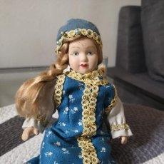 Muñecas Porcelana: MUÑECAS DEL MUNDO DE PORCELANA RBA - VESTIDO ETNICO TRADICIONAL DE RUSIA. Lote 258100405