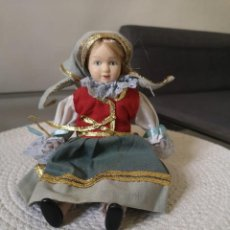 Muñecas Porcelana: MUÑECAS DEL MUNDO DE PORCELANA RBA - VESTIDO ETNICO TRADICIONAL DE REPUBLICA CHECA. Lote 258101640