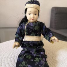 Muñecas Porcelana: MUÑECAS DEL MUNDO DE PORCELANA RBA - VESTIDO ETNICO TRADICIONAL DE MONGOLIA. Lote 258112760