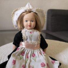 Muñecas Porcelana: MUÑECAS DEL MUNDO DE PORCELANA RBA - VESTIDO ETNICO TRADICIONAL DE HOLANDA. Lote 258118330