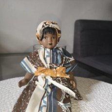 Muñecas Porcelana: MUÑECAS DEL MUNDO DE PORCELANA RBA - VESTIDO ETNICO TRADICIONAL DE NIGERIA. Lote 258167310
