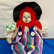 Muñecas Porcelana: PAYASO DE PORCELANA, HECHO A MANO, CON ROPAS ORIGINALES, MARCA SIGRIS, AÑOS 70,. Lote 260297910