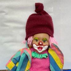 Muñecas Porcelana: PAYASO PINTADO A MANO, ROPAS ORIGINALES, AÑOS 70. Lote 260298005