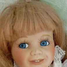 Muñecas Porcelana: SIMPATICA MUÑECA PORCELANA LEER DESCRIPCIÓN. Lote 260560545