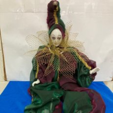 Bonecas Porcelana: ARLEQUIN DE PORCELANA VENECIANO, PINTADO A MANO, LARGO 45 CM , AÑOS 50. Lote 261123035