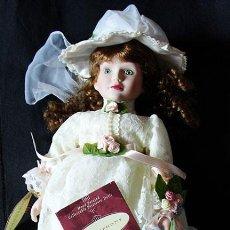 Muñecas Porcelana: SYMPHONY SOPHIE - MUÑECA PORCELANA DE COLECCION PINTADA A MANO - EN SU CAJA -. Lote 263203035