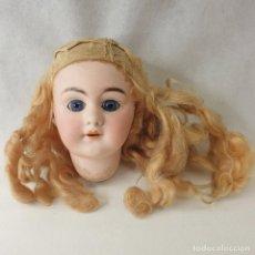 Bambole Porcellana: CABEZA DE PORCELANA MUÑECA ANTIGUA - MIDE 28CM DE DIAMETRO Y EL AGUJERO UNOS 2CM.. Lote 269223143