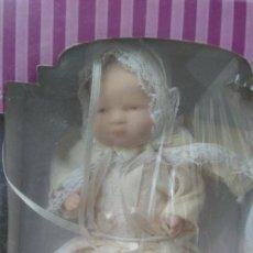 Muñecas Porcelana: MUÑECA DE PORCELANA CON FALDÓN DE BAUTIZO - EN SU CAJA ORIGINAL - SIN ESTRENAR. Lote 269346338