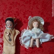 Muñecas Porcelana: LOTE DE 2 MUÑECAS ANTIGUAS MINIATURA UNA DE PORCELANA Y OTRA DE TRAPO MUY BONITAS. Lote 271371283